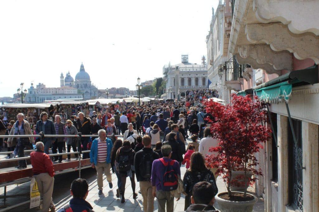 Crowds around the Bridge of Sighs