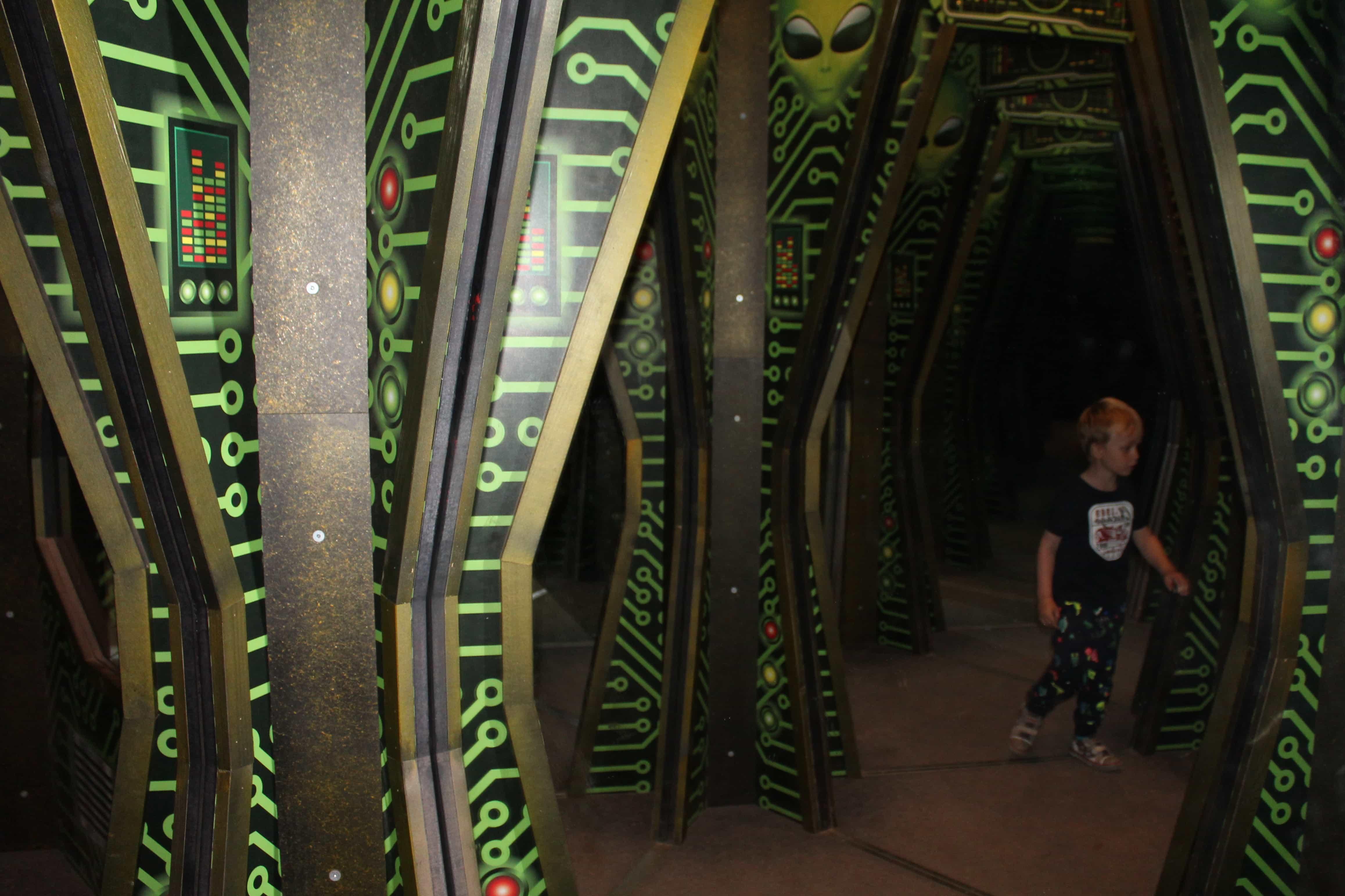Martian's Mirror Maze