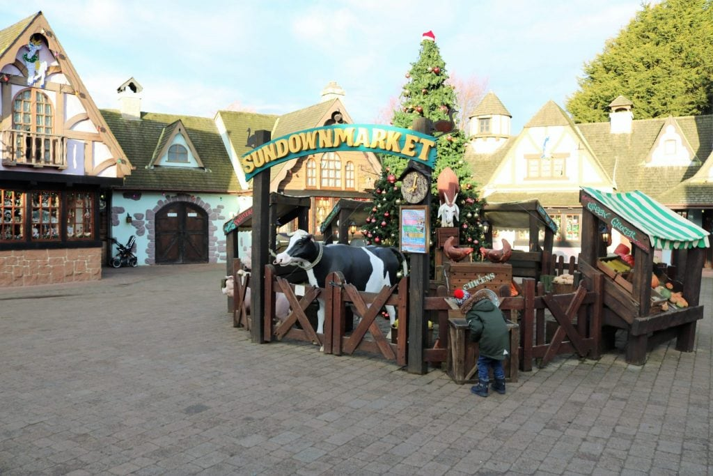 Christmas at Sundown Adventureland - Meeting Santa - What can you do on a Cold Day?