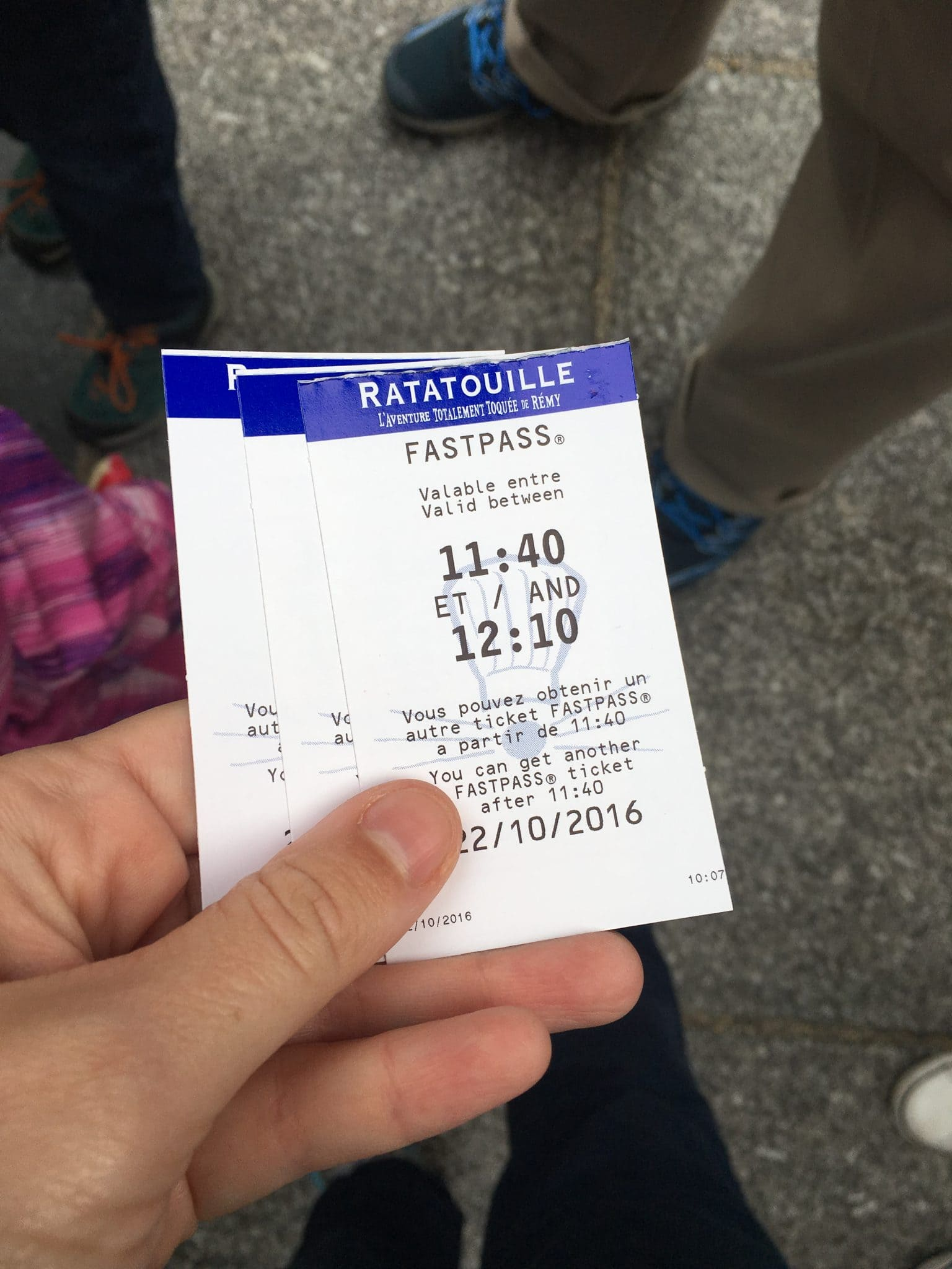 holding fast pass tickets for disneyland paris