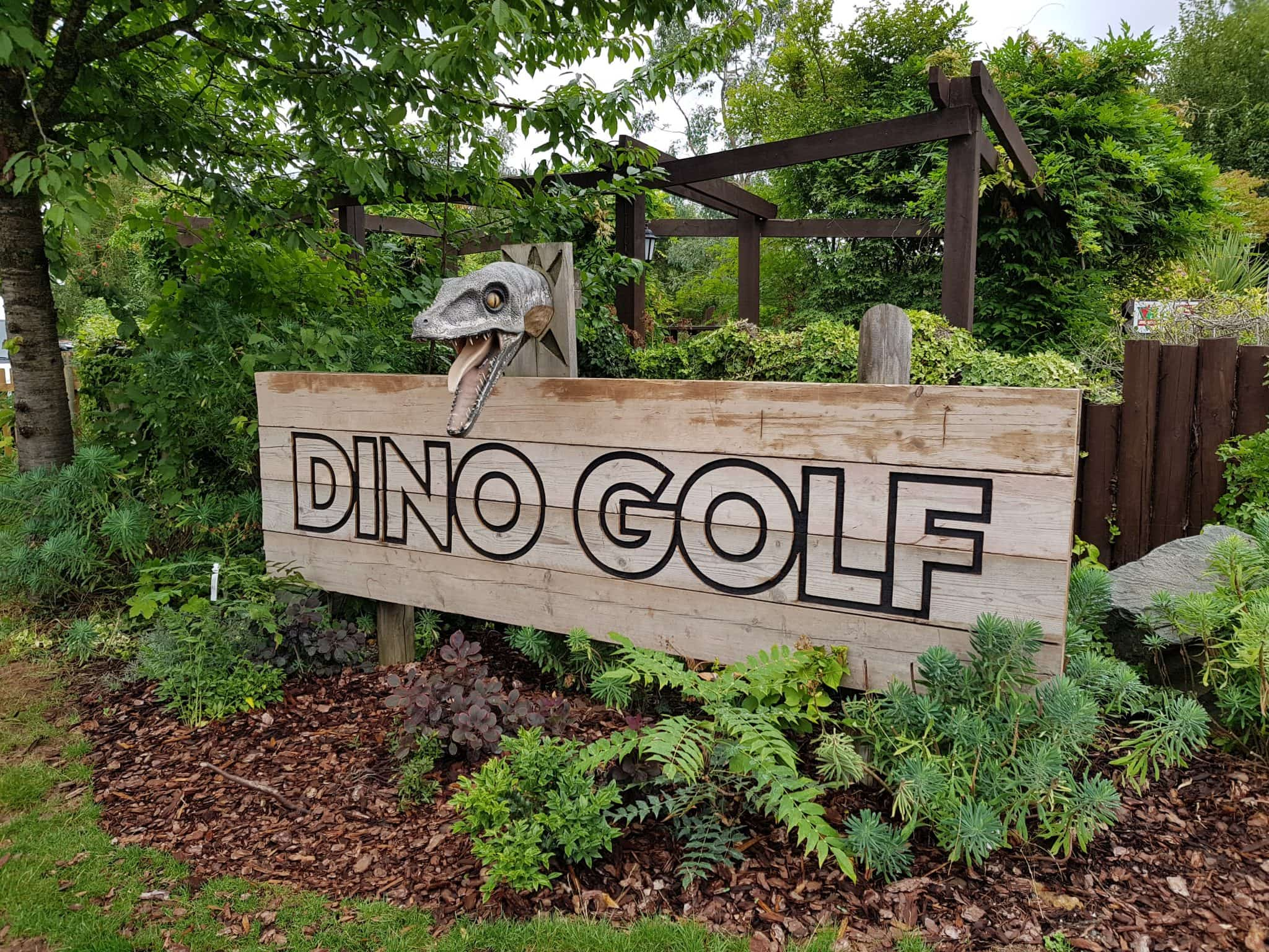 Dino Golf - 9 hole adventure golf