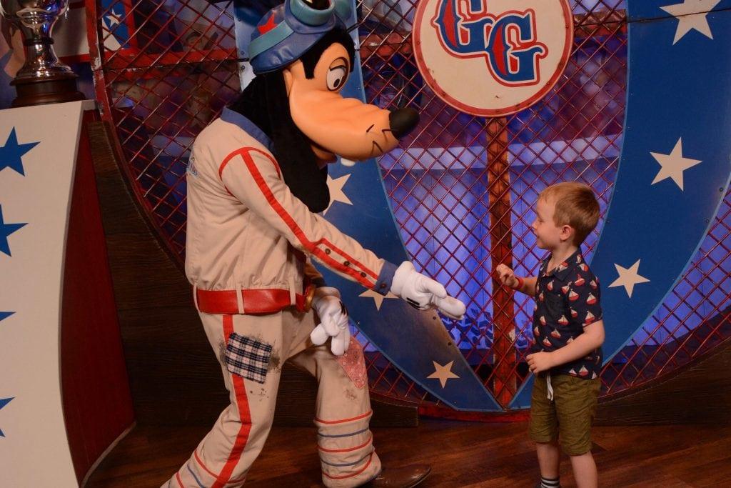 Meeting Goofy at Magic Kingdom