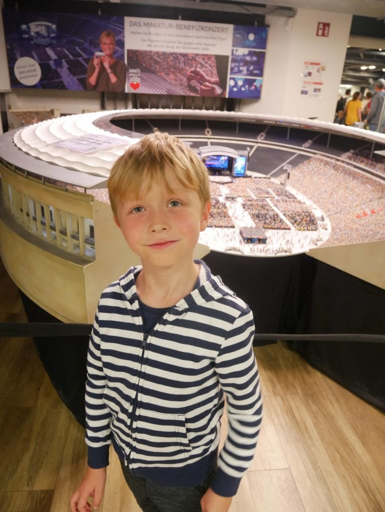 Miniature concert arena