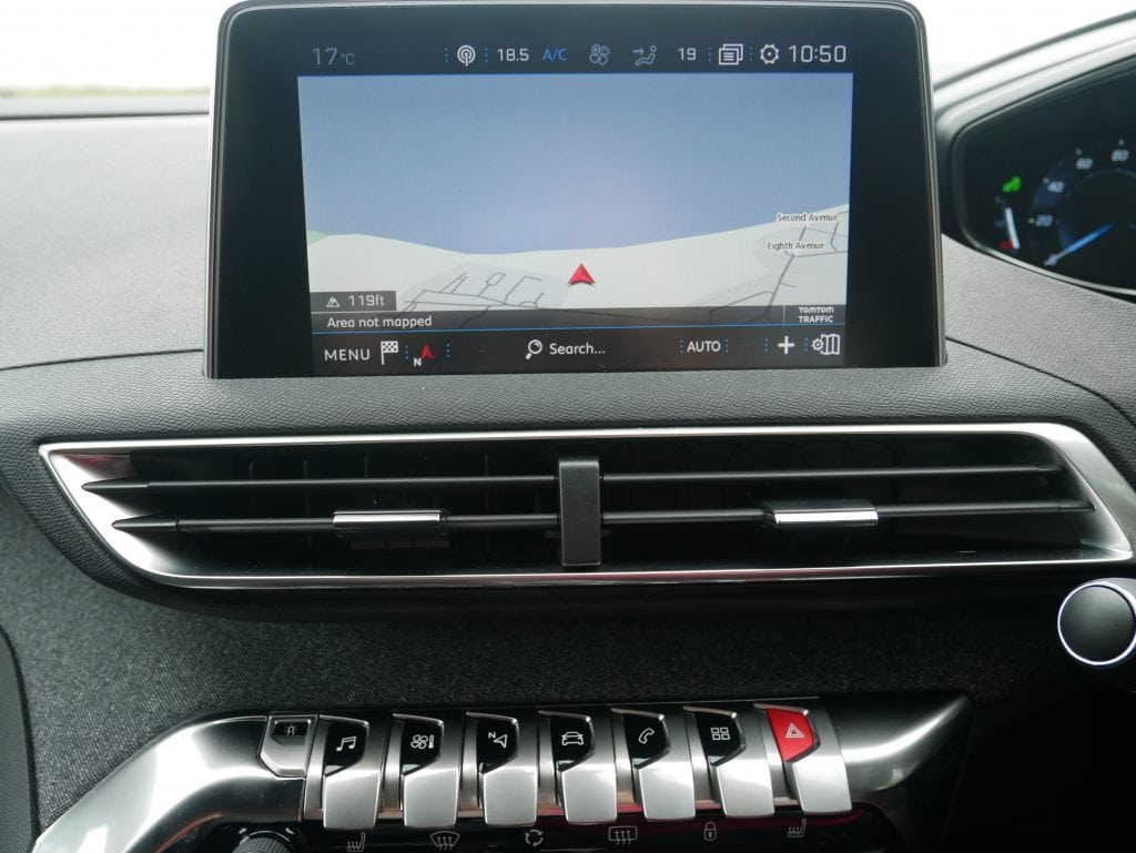 Sat nav in the Peugeot 3008