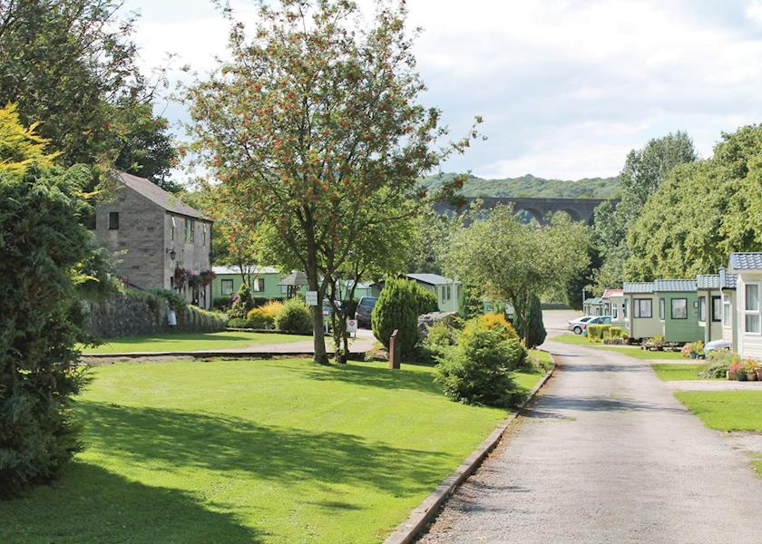10 great Caravan Parks in Derbyshire - Family Friendly