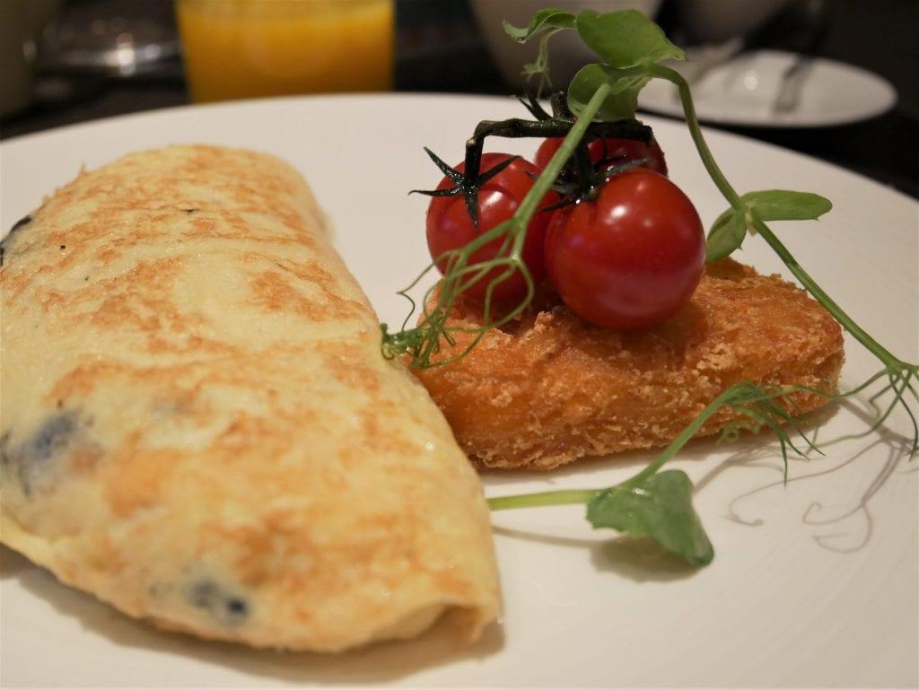 Omelette for breakfast at Taj 51