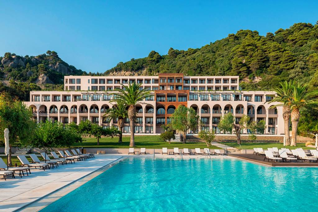 14 of the Best Family Friendly Swim Up Rooms Hotels Europe